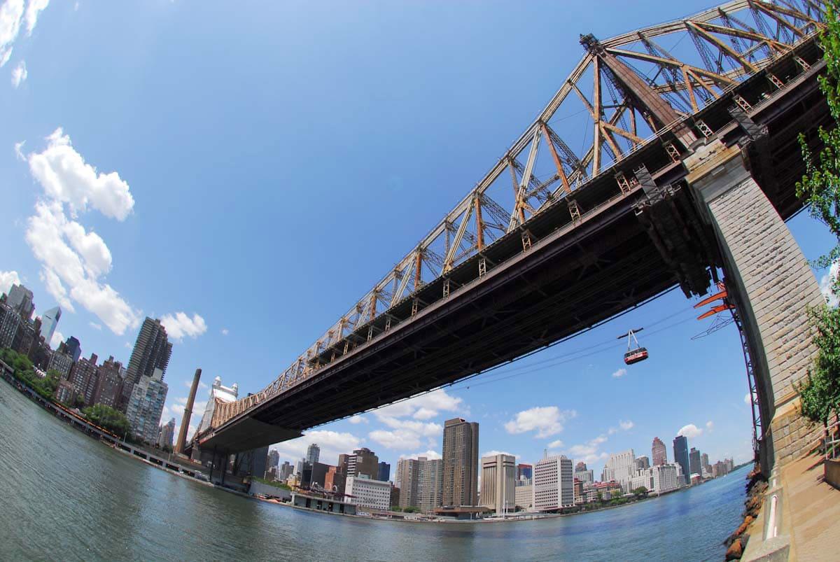 大きくて立派な橋