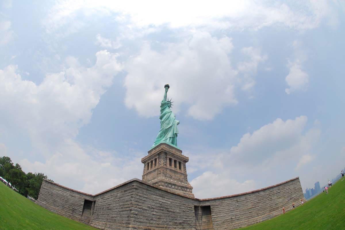 横から見た自由の女神