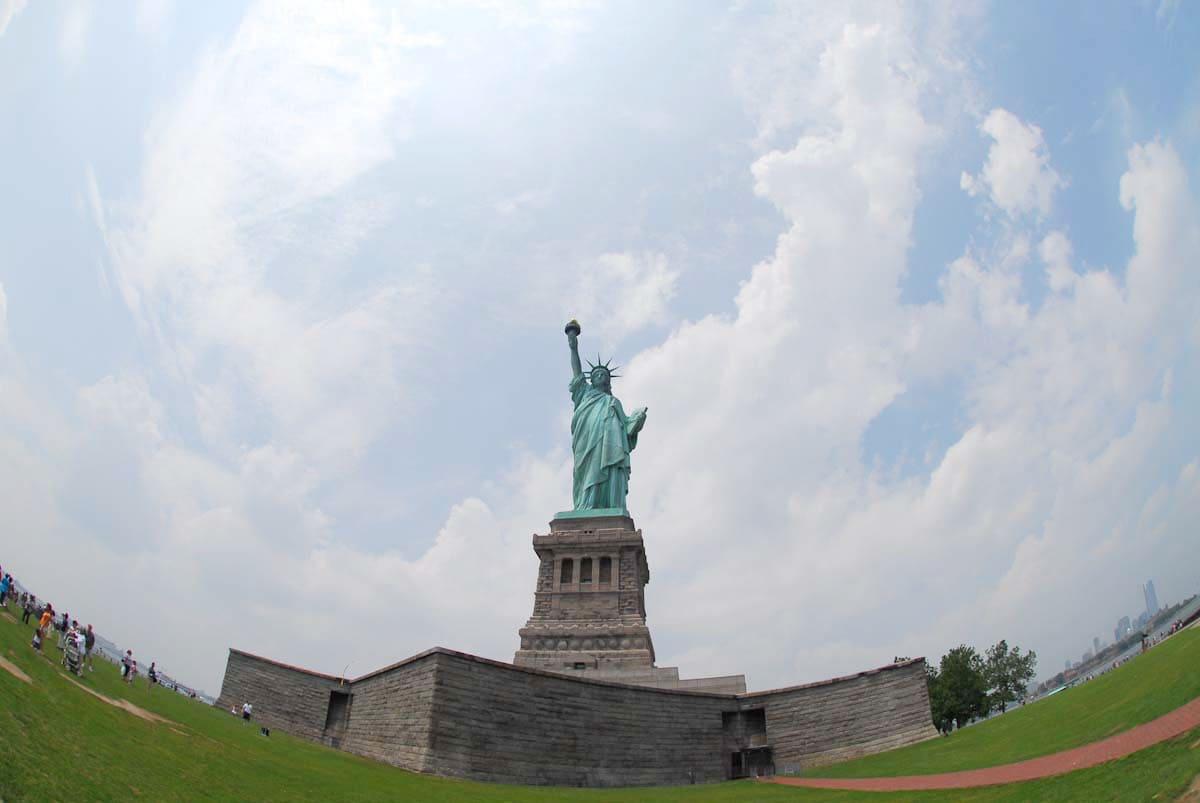 正面から見た自由の女神