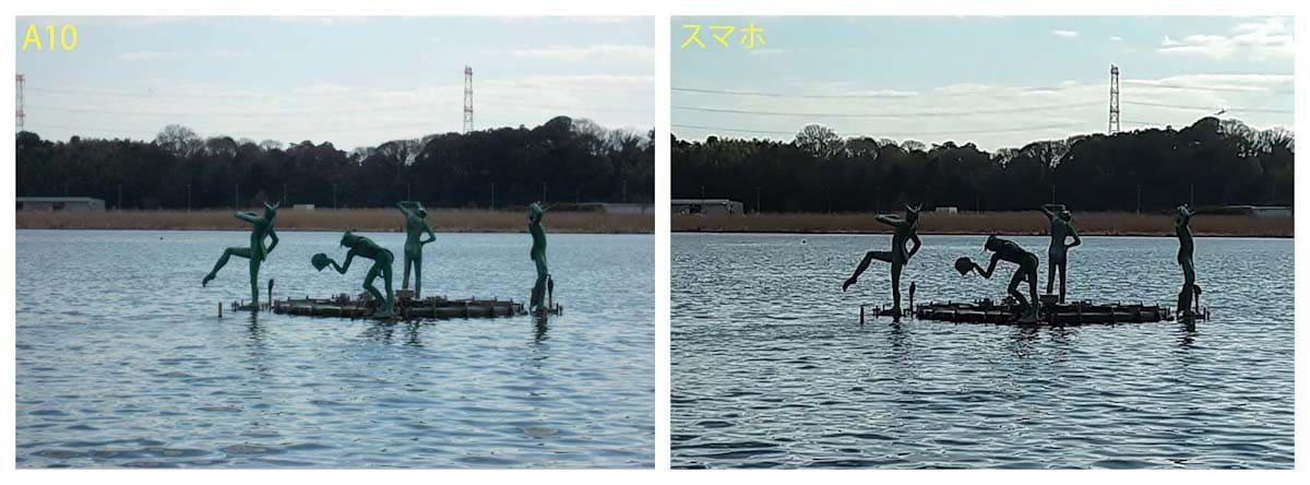 湖に浮かぶ石像