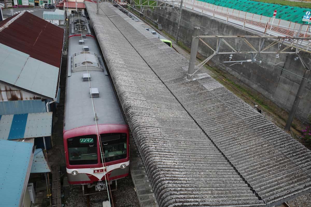 電車と駅のホーム