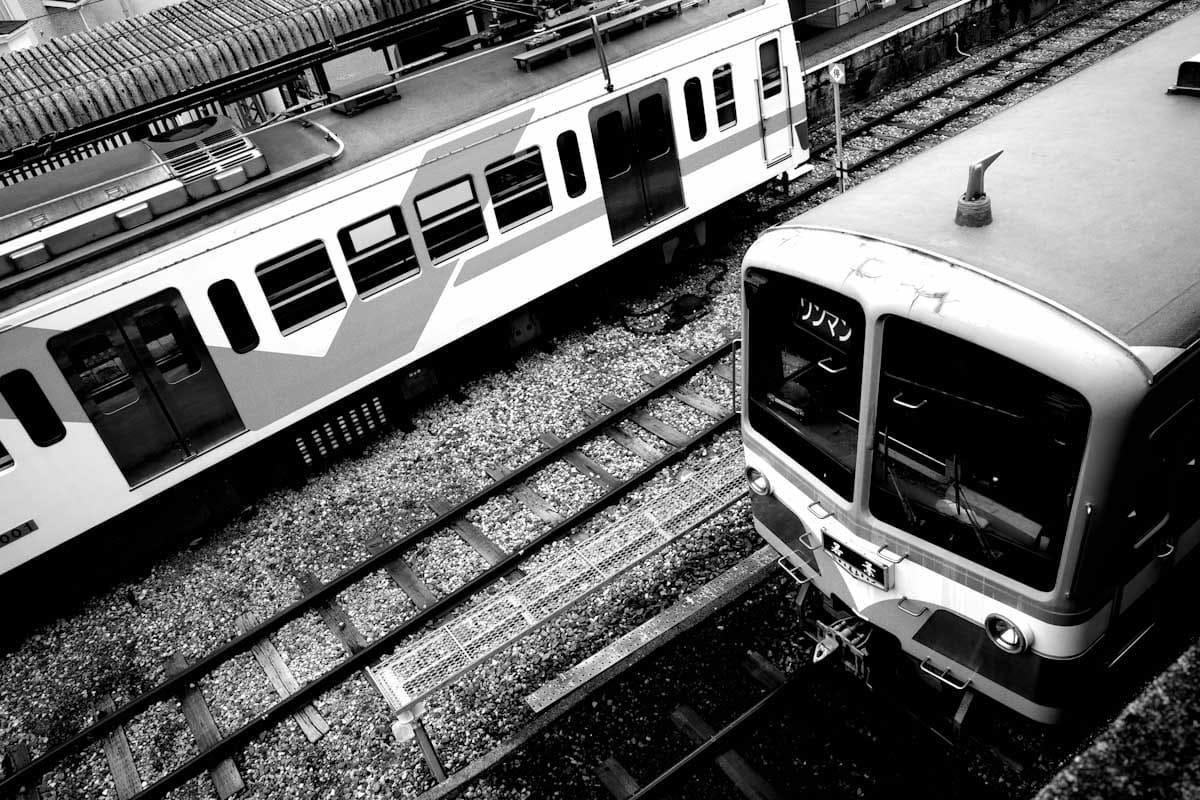 交差する電車