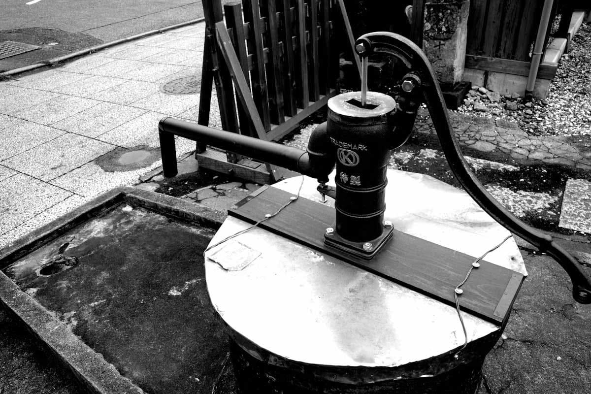 井戸のポンプ