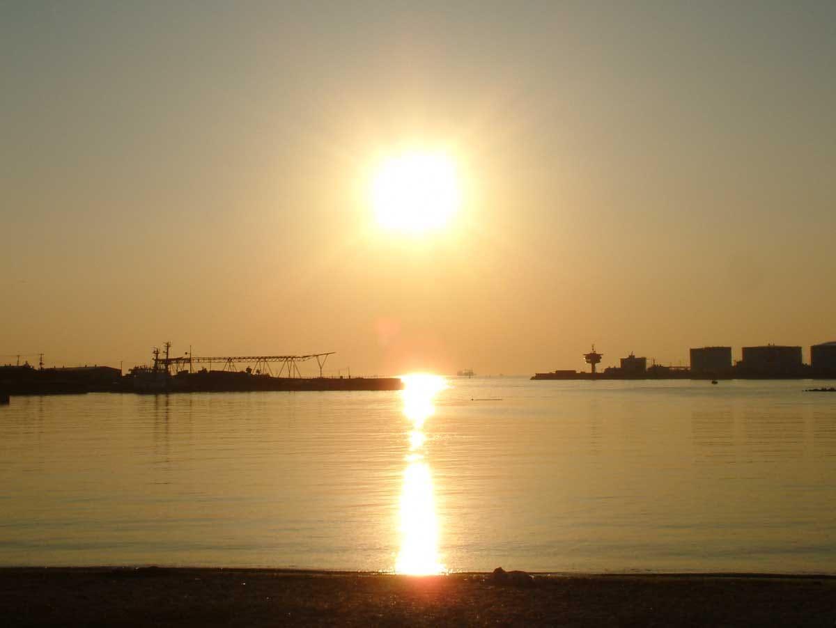 日が沈む太陽