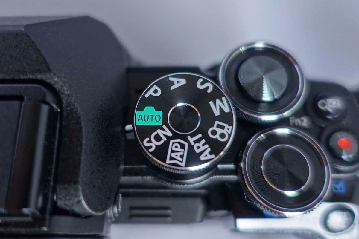 ミラーレス一眼カメラの撮影ボタン