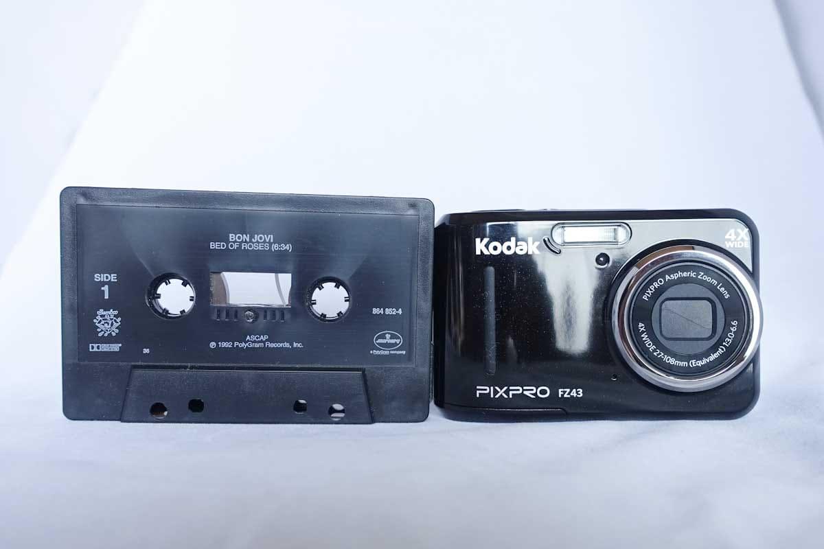 カセットテープとデジカメ