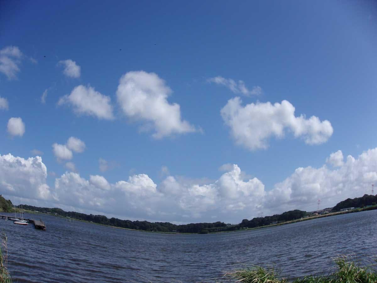 フィッシュアイで撮影した湖
