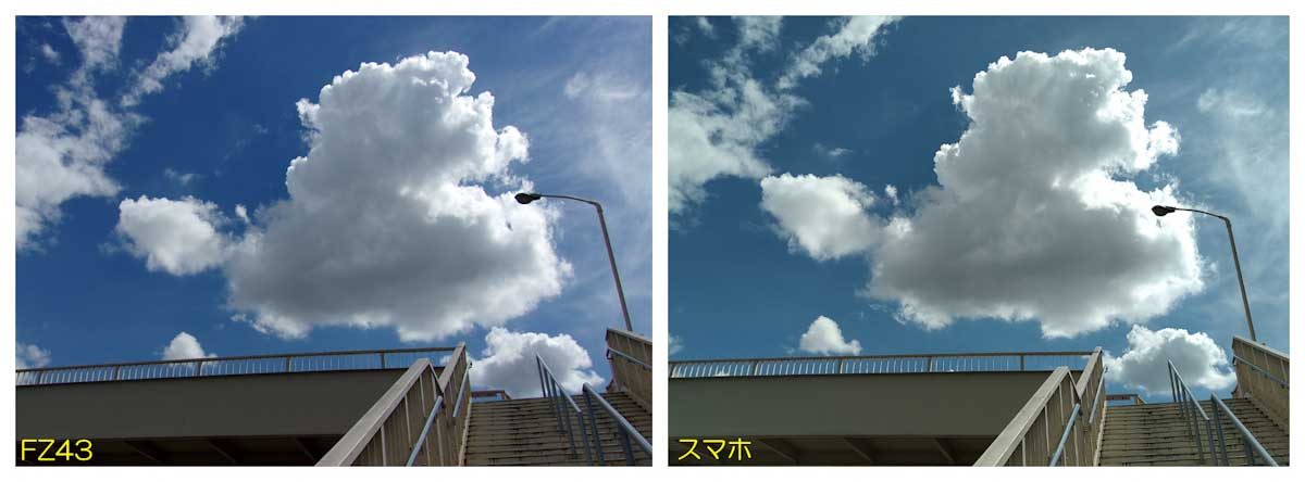 陸橋の階段と青空