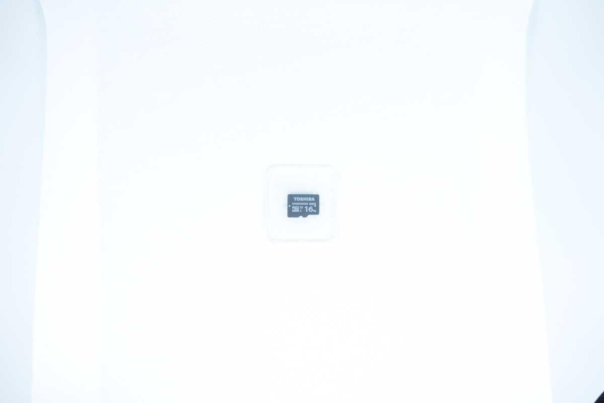 撮影ボックスで撮影したマイクロSDカード