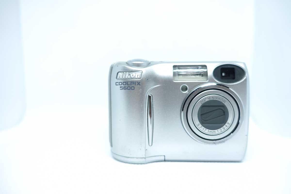 coolpix5600のデジタルカメラ