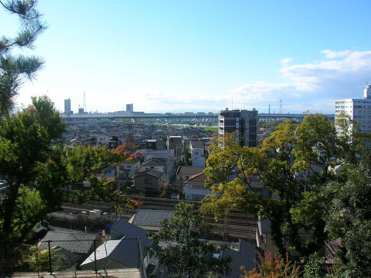 青空と街の景色