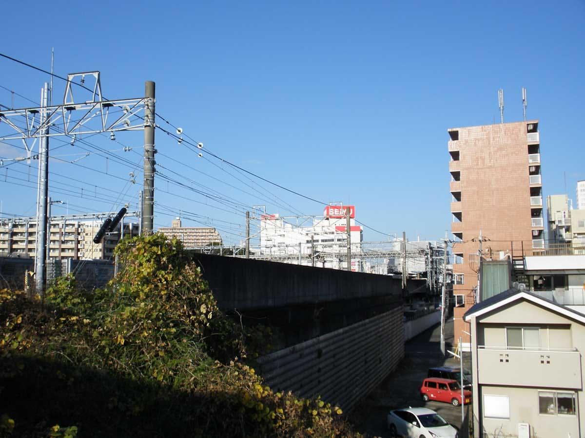 高架線と街