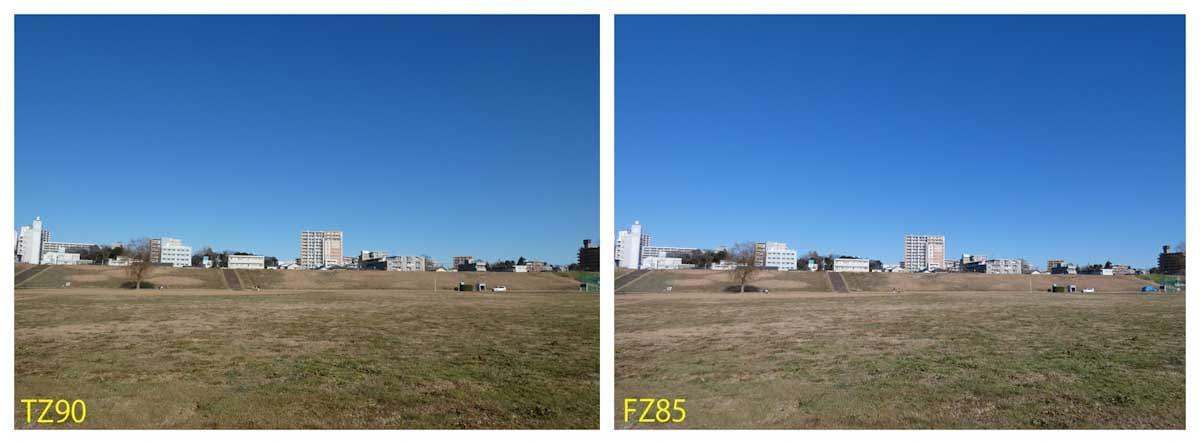 雲一つない青空と運動場