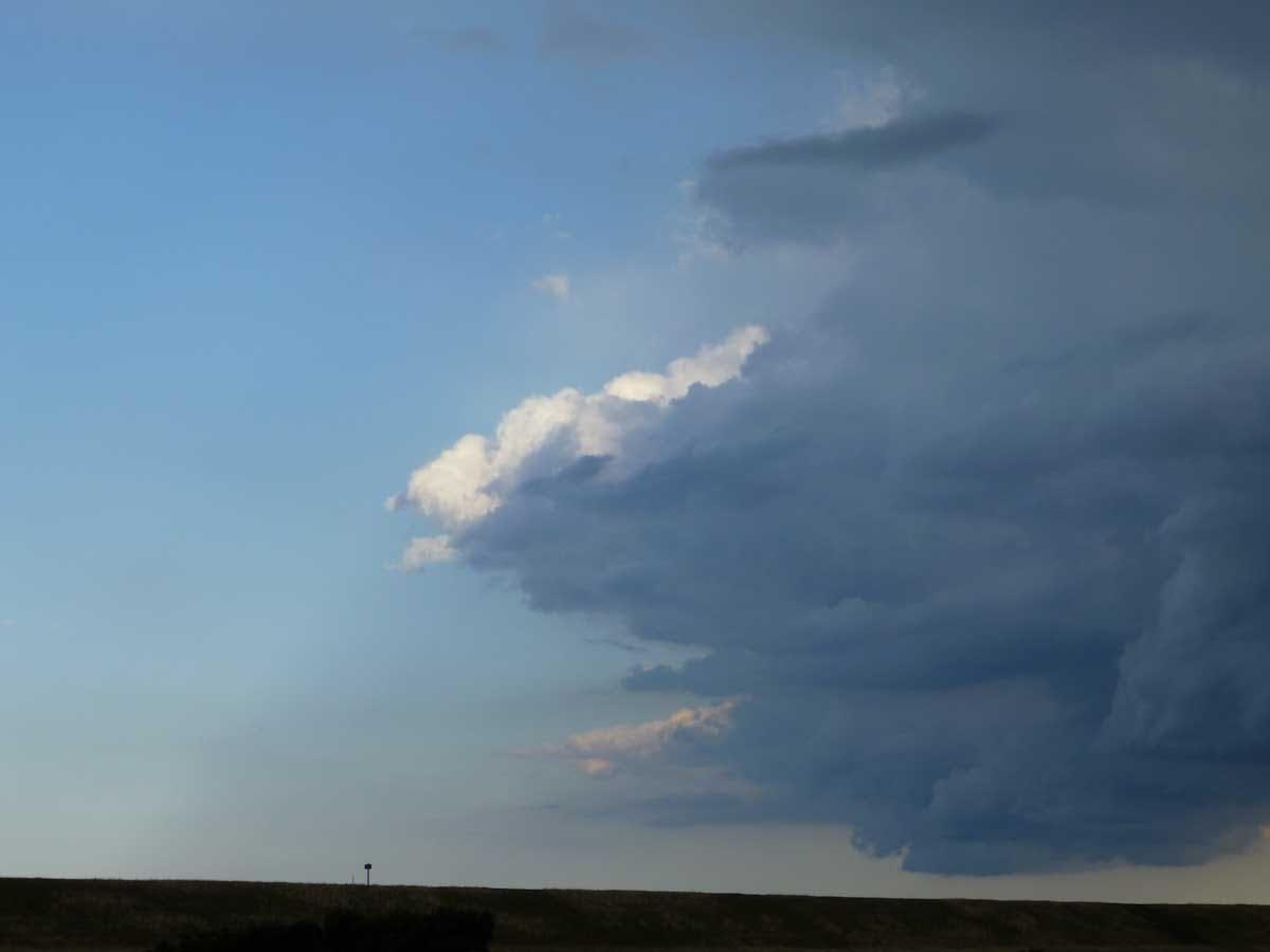 迫りくる雲