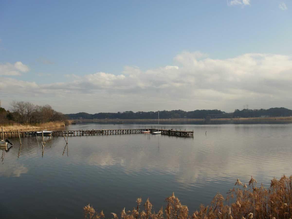 湖と船着き場